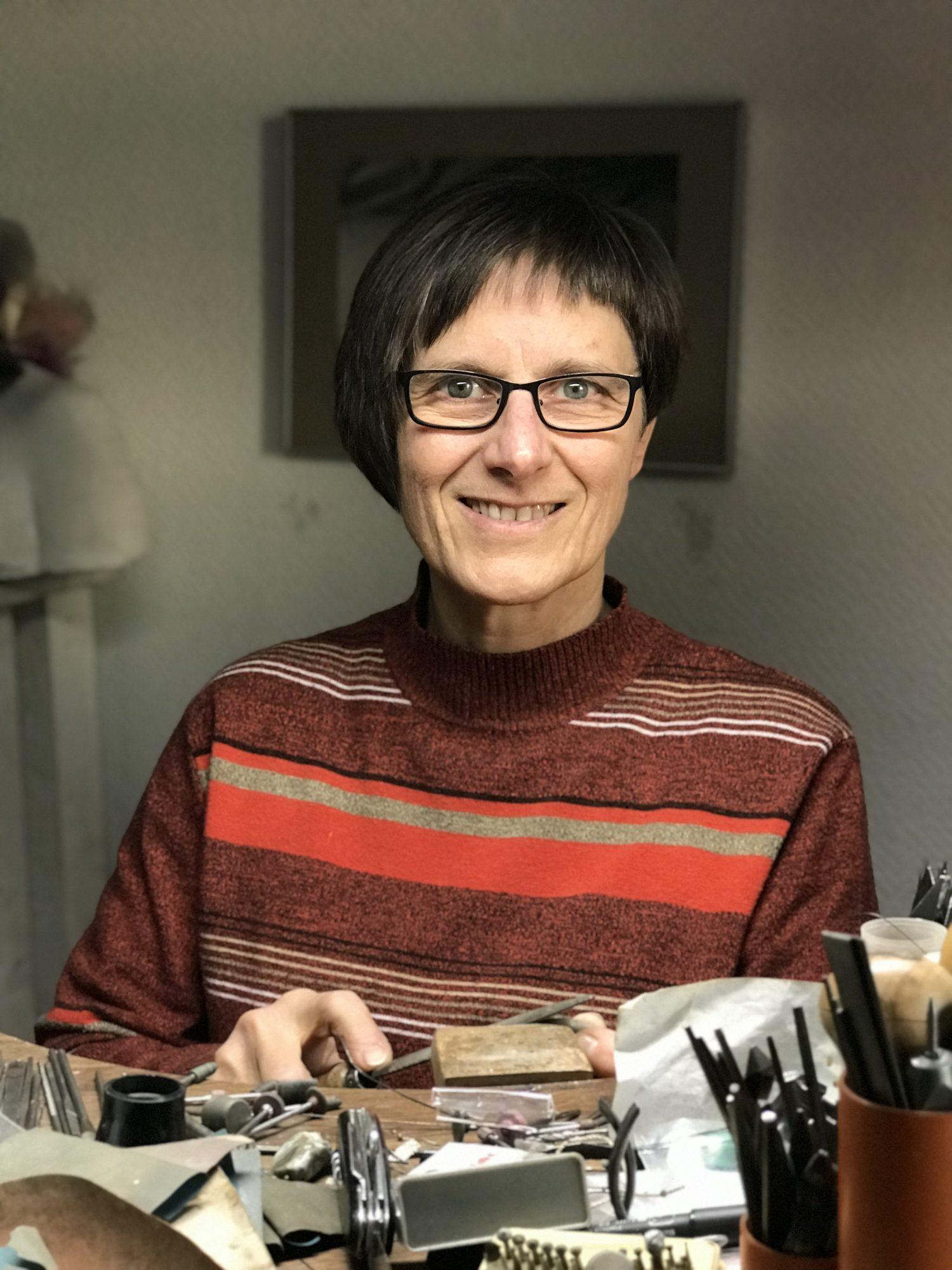 Goldschmiedin Iris Weisser