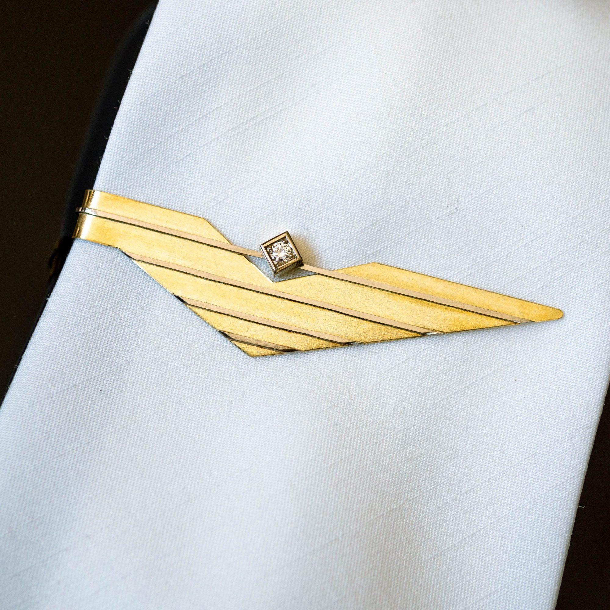 goldene Krawattenklammer